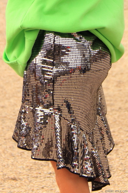 IMG_2327-green-neon-hoodie-silver-sequin-metallic-trend-trendy-street-style-fashion-streetstyle-streetfashion-amsterdam-dutch-woman-girl-fashionweek-afw
